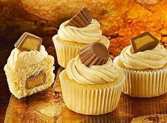Peanut Butter Cup Minicakes | The Man With The Golden Tongs Hands Are In The Oven | Scoop.it