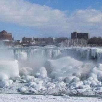 Les chutes du Niagara figées par la glace, aux Etats-Unis | The Blog's Revue by OlivierSC | Scoop.it