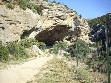 ESPAGNE : Un extrabajador del coto de Bastarás implica al Victorio Alonso en la destrucción de la Cueva de Chaves   World Neolithic   Scoop.it