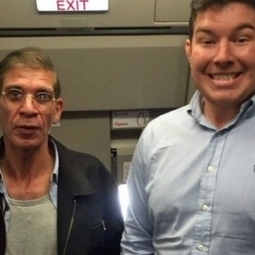 Man took a selfie with plane HIJACKER, Image goes viral : Hombres | Business | Scoop.it