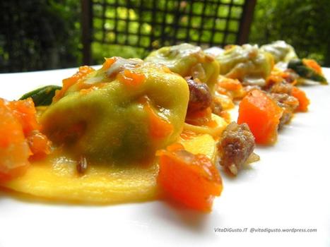 Cappellacci di ricotta e spinaci con zucca e salsiccia al profumo di semi di finocchio tostati e salvia   VitaDiGusto.IT   Scoop.it