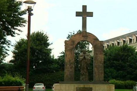 Après les crèches, la Libre Pensée s'en prend à une statue de Jean Paul II | ACTUALITÉ | Scoop.it