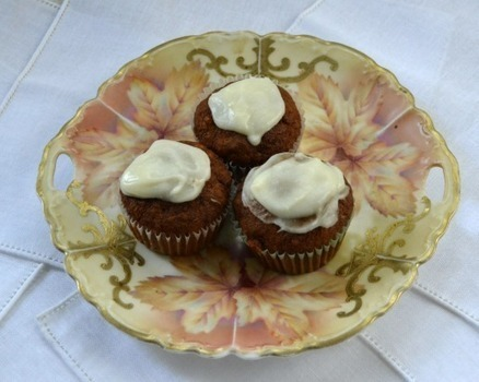 A Cook and Her Books: Hummingbird Muffins with Cream Cheese Glaze | Food for Foodies | Scoop.it