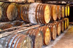 Rupture avec une tradition : le porte-avions Queen Elizabeth ne sera pas baptisé au champagne mais au whisky d'Islay   Veille Domaine Naval   Scoop.it