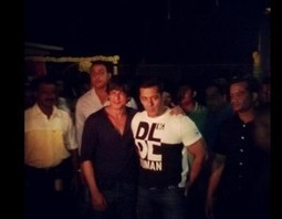 Shah Rukh Khan and Salman Khan come together to bless Sister Arpita | JUICY CELEBRITY | Scoop.it