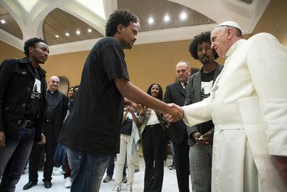 Le pape appelle «chaque paroisse d'Europe» à accueillir une famille de réfugiés | Echos des Eglises | Scoop.it