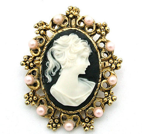 Vintage Cameo Brooch/Pendant With Seed Pearls | Beautiful Bargain Vintage Costume Jewelry | Scoop.it
