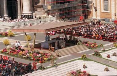 Bloemen op weg naar Vaticaanstad - FOK! | Bloemenmeisje van amersfoort | Scoop.it