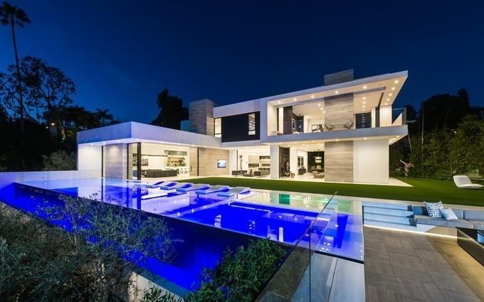 Loic lachapelle construire tendance superbe villa contemporaine nich e sur berverly hills usa for Villa a construire
