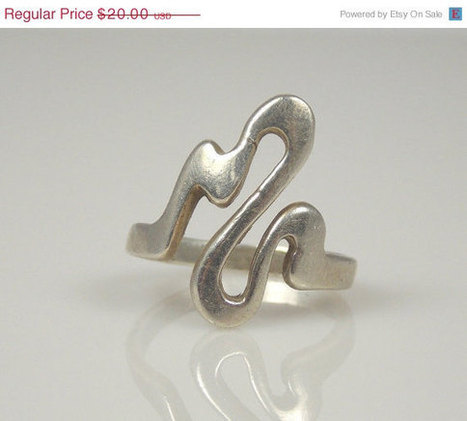 March Madness Vintage Sterling Silver Abstract Loop Pinky Ring 4 Marked CW   vintage jewelry   Scoop.it