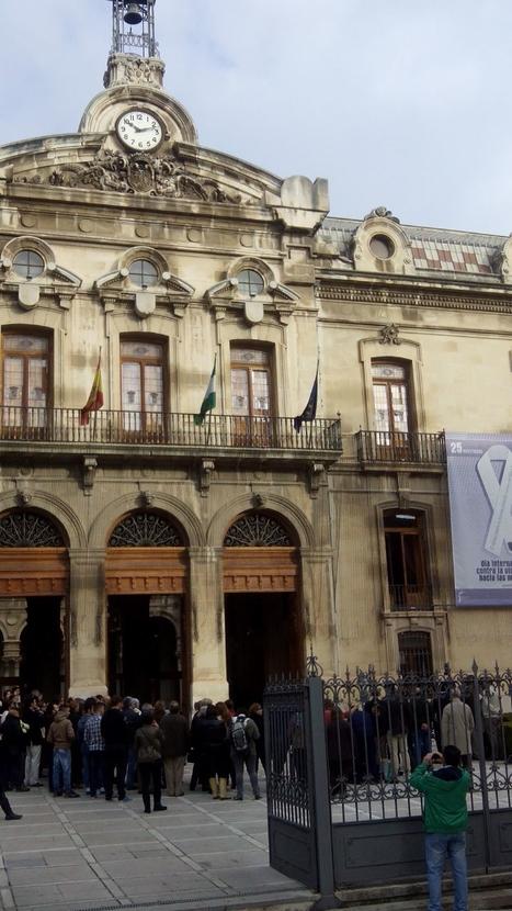 25N #Jaén Concentración plural en la lonja de @dipujaen. Foto: @pilukama | quienamanomata | Scoop.it