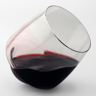 """Superduperstudio designs """"spillproof"""" wine glasses   Socialart   Scoop.it"""