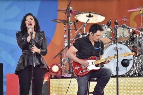 Brad Paisley Joins Demi Lovato, Nick Jonas Onstage [WATCH] | Country Music Today | Scoop.it