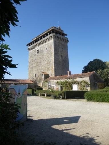 Le donjon de Bazoges-en-Pareds | Revue de Web par ClC | Scoop.it