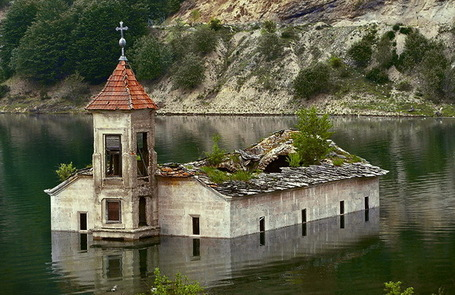 8 Amazing Drowned Buildings | Geography Education | Scoop.it