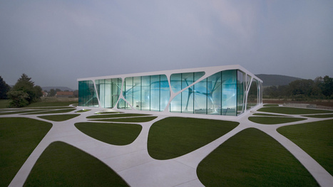 Futuristic Glass Houses That Take Transparency to the Extreme   Strange days indeed...   Scoop.it