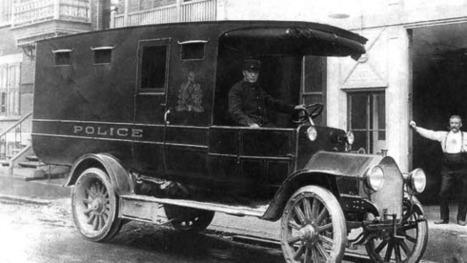 Un des premiers véhicule de police, date inconnue   Photos ancestrales de Montréal   Scoop.it