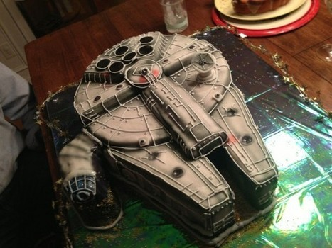 Awesome Millennium Falcon Cake Makes the Happy Birthday Run in 12 Pieces | All Geeks | Scoop.it