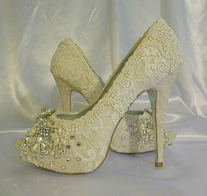 Twinkle Toes vintage lace wedding shoes 5 1/4 inch heel and peep toes..now located in the US | Fashion | Scoop.it