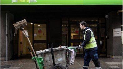 UK unemployment falls by 5,000 | Econ2 | Scoop.it