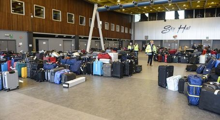 "#BrusselsAirport #SwissportStrike the fastest way to get your luggages back is to come and get them #avoidcalling | ""Privé de Salaire"" 