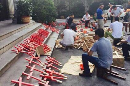 Chinese Catholics and Protestants Unite in 'Carry Crosses Everywhere' Campaign to Protest Massive Government Crackdown on Churches | Economic & Multicultural Terrorism | Scoop.it