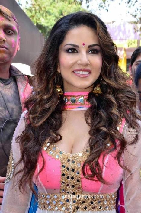 Sunny Leone in Pink Mirror Work Ethnic Salwar Kameez playing Holi, Actress, Bollywood, Indian Fashion | Indian Fashion Updates | Scoop.it