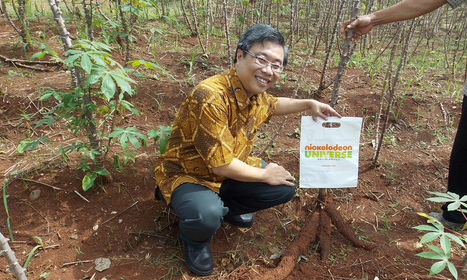 Empreendedor produz plástico biodegradável feito a partir de tapioca | Economia Criativa | Scoop.it