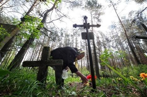 FAIT-RELIGIEUX   En Biélorussie, jour de joie pour les défunts   Radonitsa   Radunitsa   orthodoxes   Toussaint   tombes   défunts   oeufs   Belarus   Minsk     Histoire8   Scoop.it