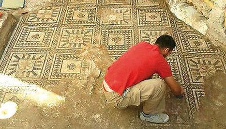 Aparece un gran mosaico romano bajo una obra en Alcalá del Río | AURIGA | Scoop.it