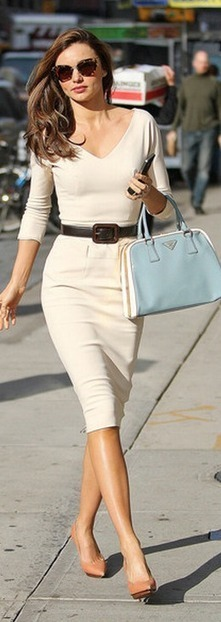Who made  Miranda Kerr's pumps, white long sleeve dress, brown sunglasses, and blue handbag that she wore in New York on November 12, 2012? | Fashion in the City | Scoop.it
