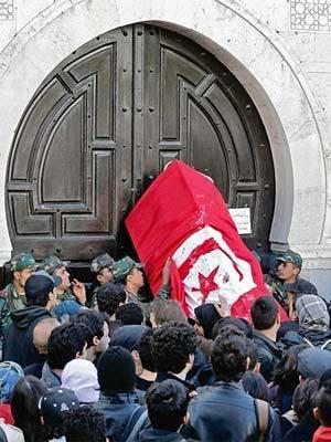 Tunisia revolution: Key diplomat says U.S. endorses Tunisia revolt - latimes.com | Coveting Freedom | Scoop.it