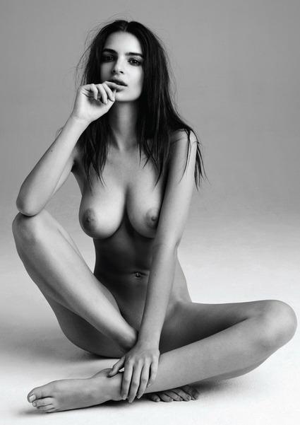Frisky Friday, il venerdì le donne si spogliano su Twitter - SEXY FANTASY | Venerdi in azienda... | Scoop.it