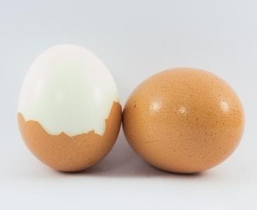 5 Egg Hacks: How to Peel a Hard Boiled Egg, the Easy Way | Epicurious.com | food • marketing • intrigue | Scoop.it