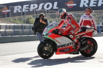 PICS: Ducati MotoGP test underway at Jerez | Crash.Net | Desmopro News | Scoop.it