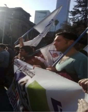 Student protests for educational equity in Chile: Carlos Casarino Gonzales with Estrella Olivares-Orellana | real utopias | Scoop.it