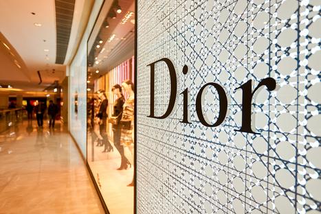 Dior vend un sac à main exclusif en Chine via WeChat | Seo | Scoop.it