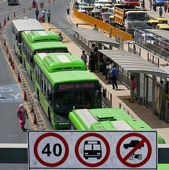 In New Delhi, A Rough Road For Bus Rapid Transit Systems by Mike Ives: Yale Environment 360 | Sustain Our Earth | Scoop.it
