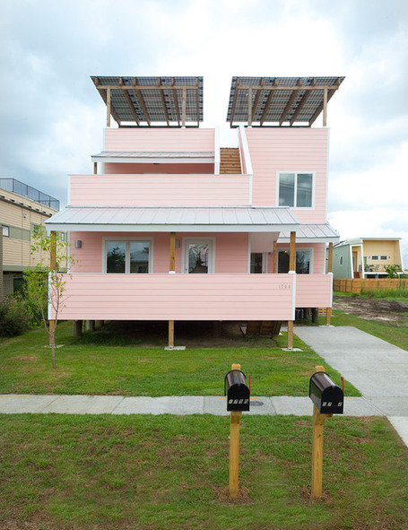 "Frank Gehry and His First LEED Platinum ""Make It Right"" Design... 