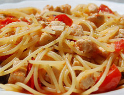 Pasta Tonno e Pomodoro - Canned tuna with tomato pasta a typical Italian food | Le Marche and Food | Scoop.it
