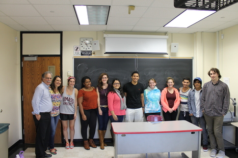 Manuel Frau, editor of El Sol Latino visits Prof. Armstrong's Spanish in the U.S. class | The UMass Amherst Spanish & Portuguese Program Newsletter | Scoop.it