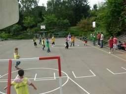 Tu sais que tu as joué au foot dans la cour d'école quand… - SO FOOT.com   Sports   Scoop.it