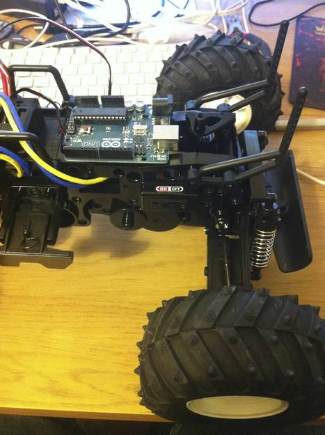 Hmmm… the Arduino Uno fits onto the chassis of my RC truck almost *too* well.  http://yfrog.com/hs4v5fkj | Arduino Focus | Scoop.it
