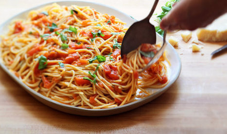 Spaghetti With Fresh Tomato and Basil Sauce Recipe | ♨ Family & Food ♨ | Scoop.it
