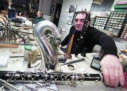 «Con tantos recortes, las bandas ni compran ni reparan» | El mundo de la reparación de los instrumentos musicales de viento en Valencia | Scoop.it