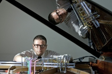 Slime mould and researcher set to play piano duet   @GrrlScientist   Algorithmic Music Composition   Scoop.it