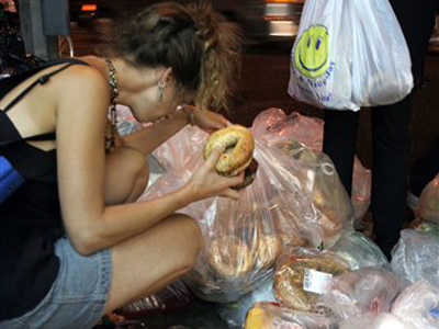 Spanish Authorities Are Locking Up Trash Cans To Prevent People From Foraging For Food | The Big Picture | Scoop.it