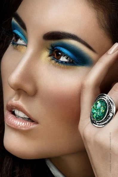 Dramatic Eye Makeup in Blue and Gold | At Home Beauty Treatments | Scoop.it