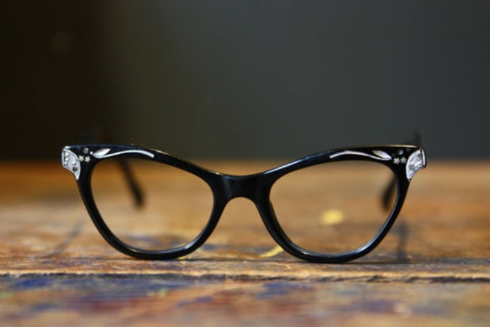 Cat Eye Glasses / 1950s Black Cats Eye Frames / by LesVintage | Antiques & Vintage Collectibles | Scoop.it