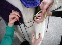 yarn bombing ou quand le tricot envahie la rue!!! - la laine de ghislaine | Yarnbombing France | Scoop.it